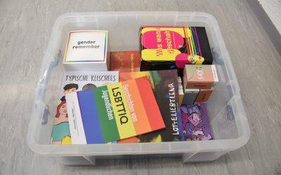 Materialkisten zum Thema sexuell- geschlechtliche Vielfalt können ab jetzt in der Geschäftsstelle ausgeliehen werden